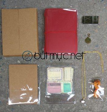 Sổ lữ hành Midori màu đỏ cherry, cỡ hộ chiếu