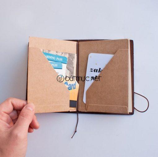Sổ Midori cỡ hộ chiếu vẫn chứa được rất nhièu thứ