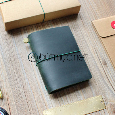 Sổ Midori cỡ hộ chiếu màu xanh lá cây đậm